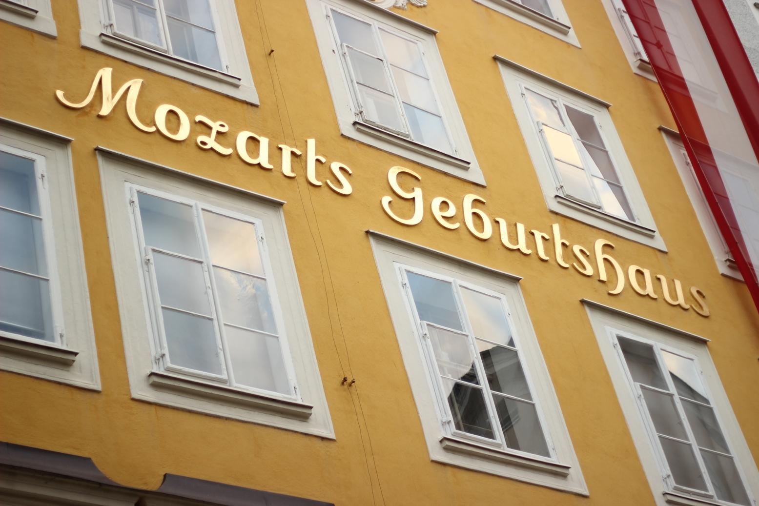 salzburg-mozart-geburtshaus-birthplace-austria-travel-blog-getreidegasse