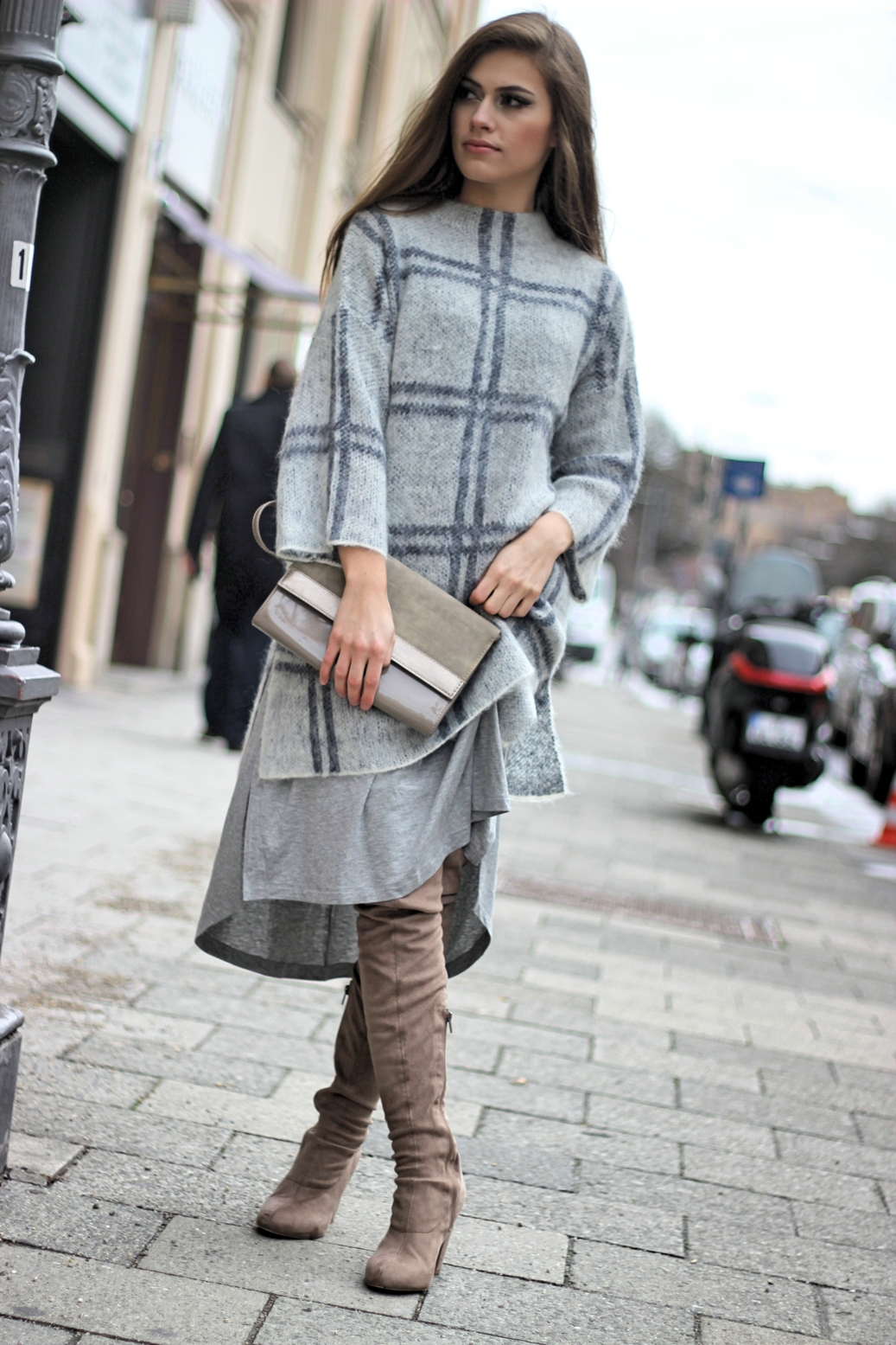 asos-street-style-münchen-grey-outfit-overknee-boots