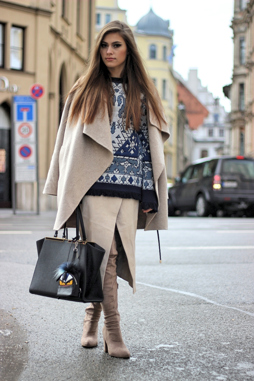 grey-coat-zara-fashion-outfit-streetstyle-toryburch-fendi-bag-sweater-overtheknee-boots