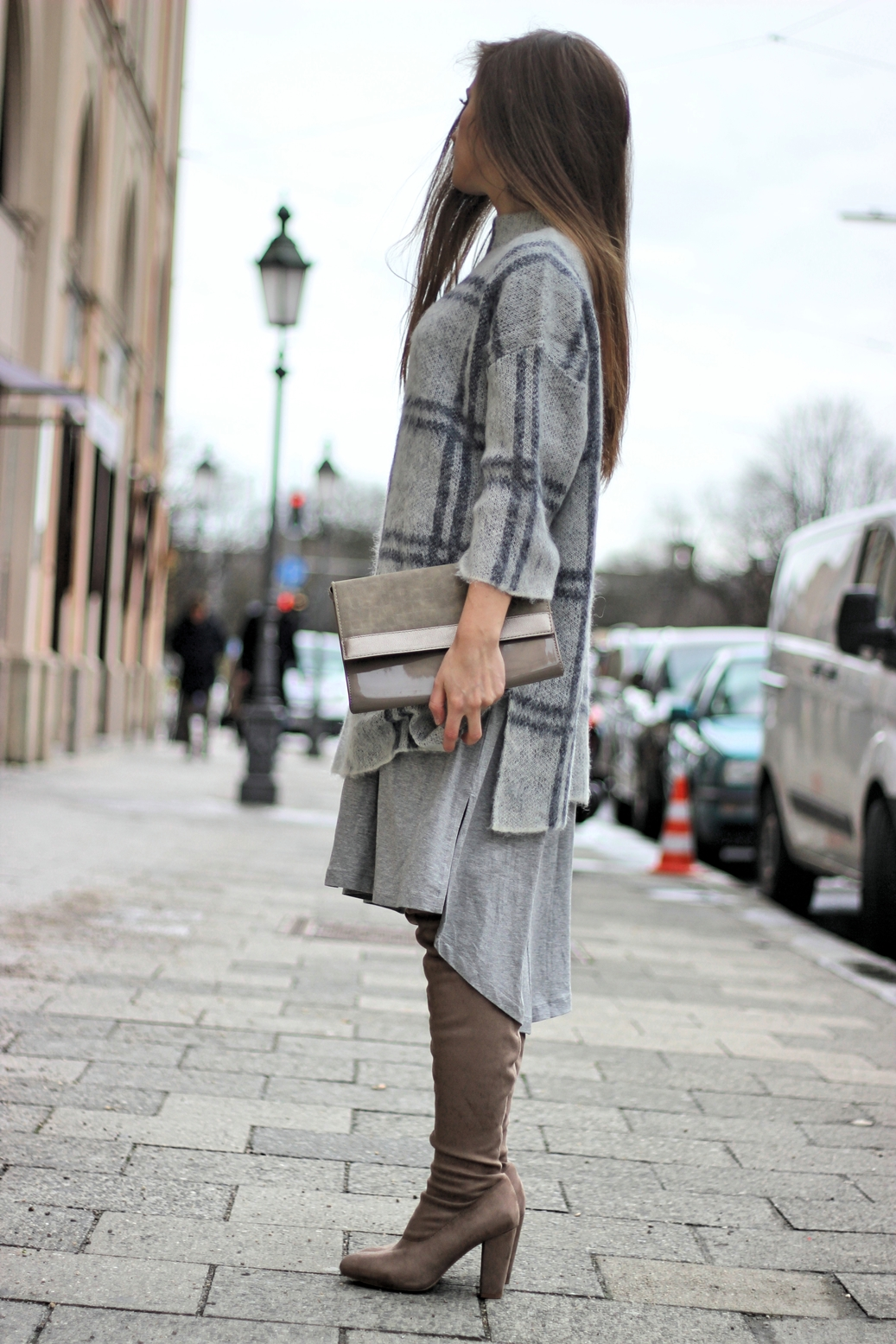 grey-street-style-outfit-asos-overknee-boots-germany-munich