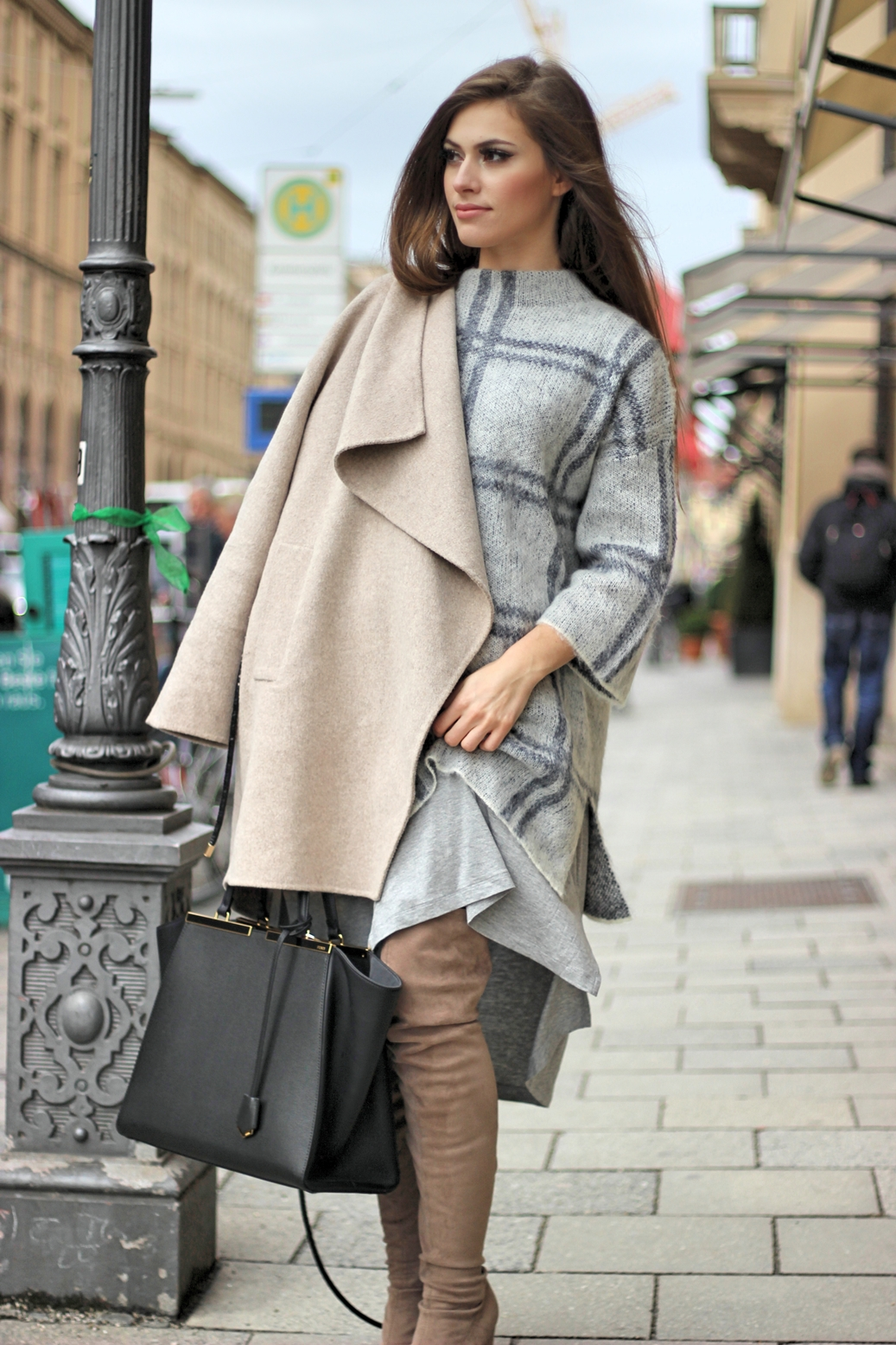 layering-outfit-fashion-blog-zara-overknees-asos-coat-fendi-grey