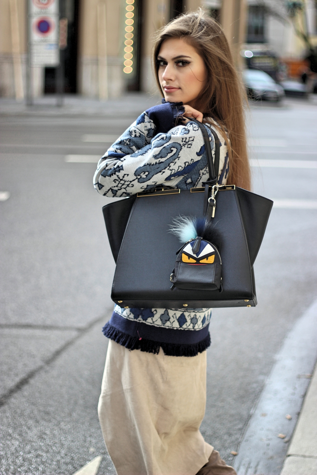 streetstyle-fendi-fashion-blog-bag-tory-burch-sweater-outfit