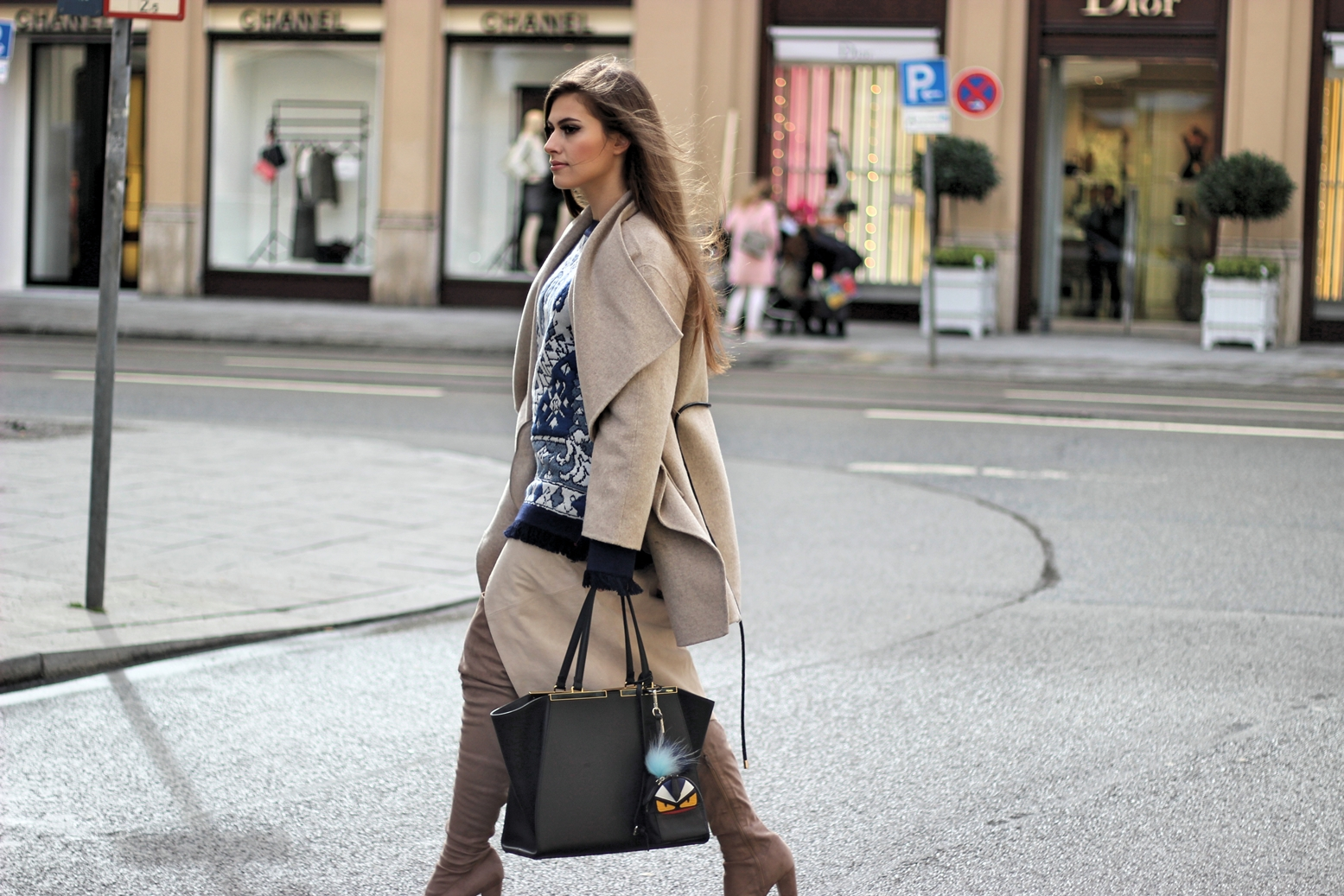 streetstyle-munich-zara-coat-outfit-fendi-bag-bagcharm-monster-fashion