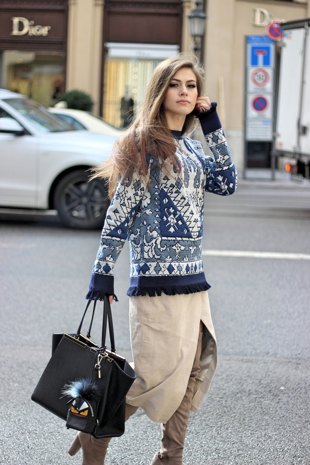 streetstyle-toryburch-fendi-bag-skirt-overknee-boots-germany