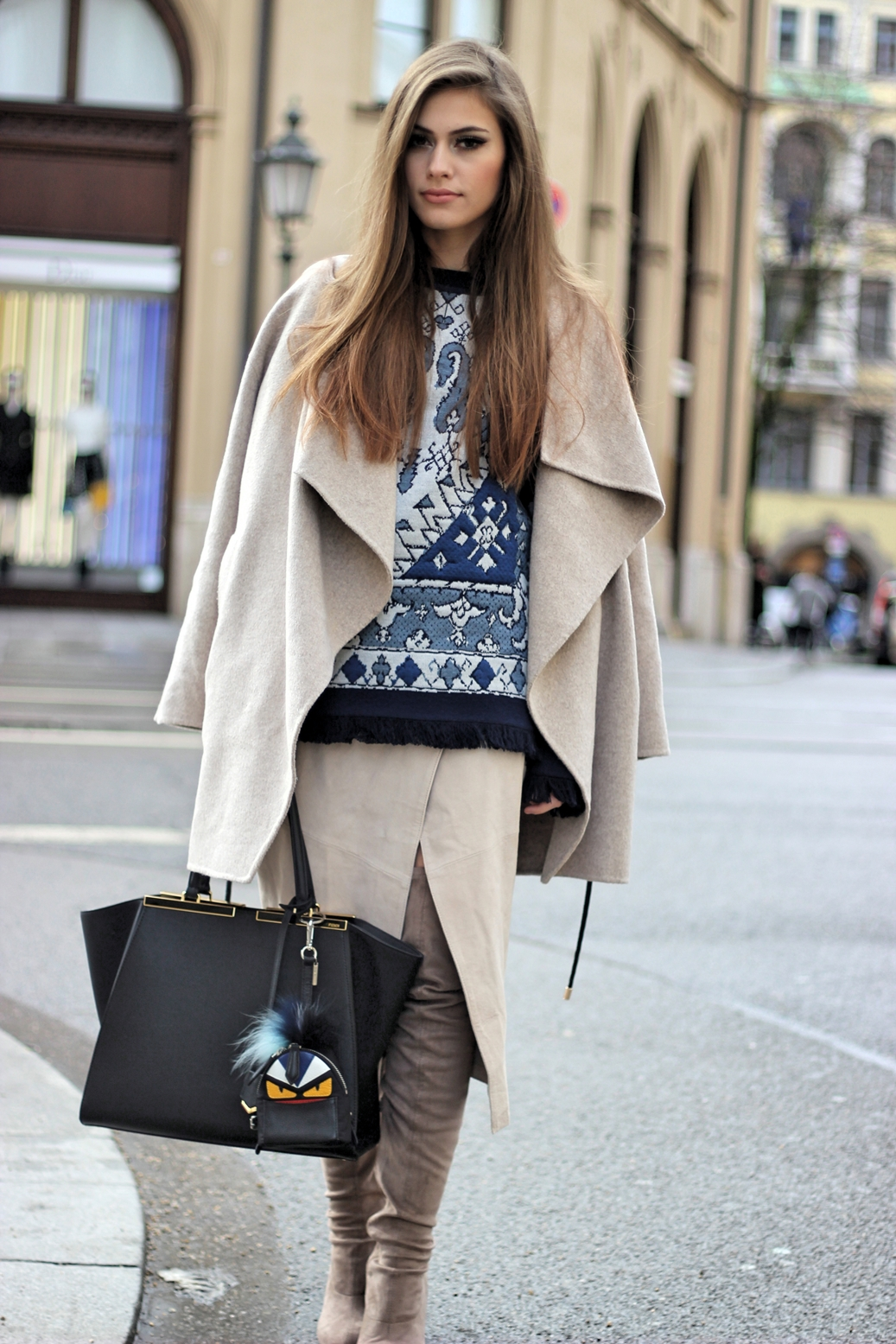 toryburch-sweater-zara-coat-fendi-bag-charm-streetstyle-germany-munich